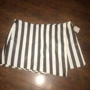 F21 faux leather blk/wht stripe skort